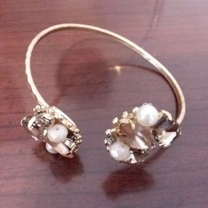 Jewelry - Vintage Goldtone Bracelet